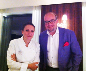Vanavond dineren we bij de beste vrouwelijke chef van de wereld...