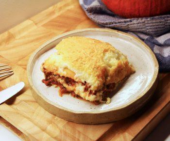 Vegetarische lasagne met 'lasagnebladen' van pompoen