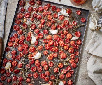 Zelfgedroogde tomaatjes in de oven