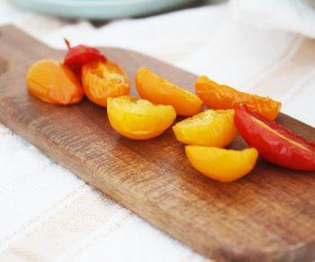 Lauwe salade met courgette en tomaatjes, ciabatta en traaggegaarde kipfilet van Aoste Would Be Chef Sven Ornelis3